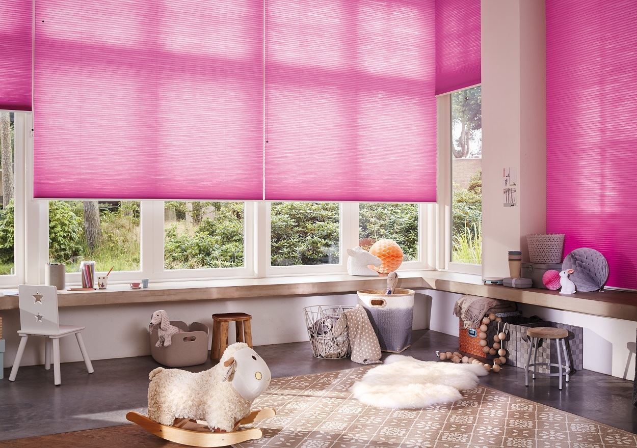 Afbeelding van Luxaflex® Duette® Shades 32 mm Top Down Bottom Up& Ingespannen met koordrem