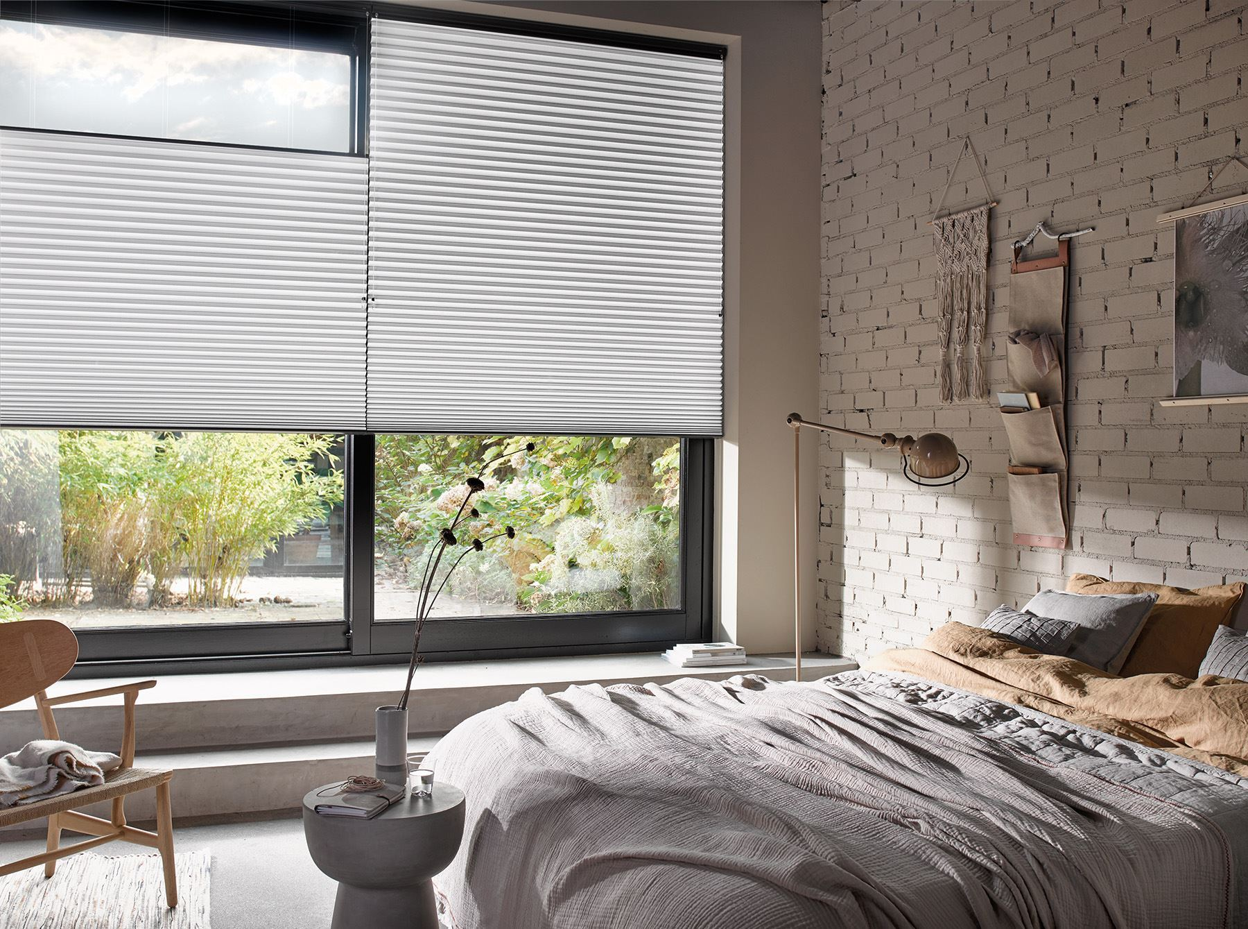 Afbeelding van Luxaflex® Duette® Shades 25 mm Top Down Bottom Up & Ingespannen met Koordrem